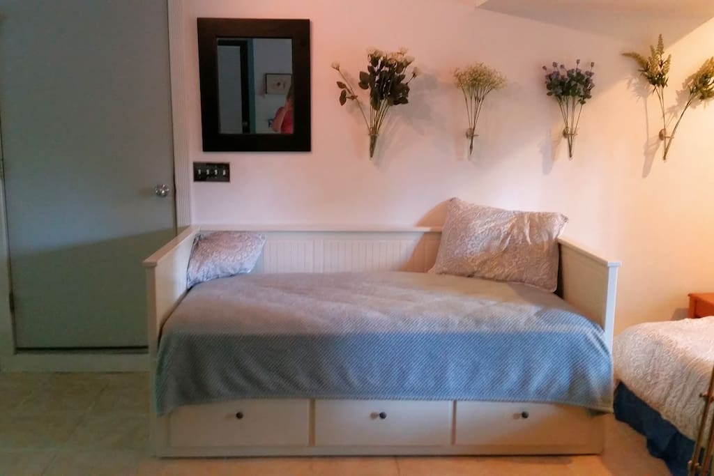 The twin bed / day bed