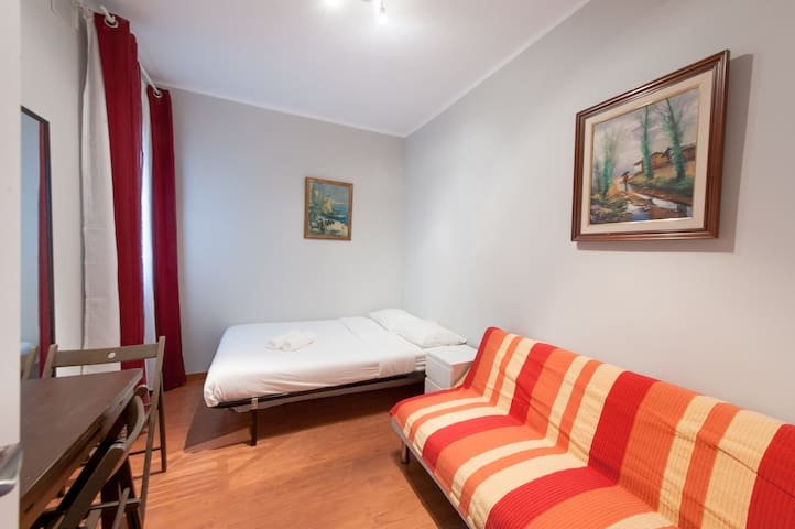 Habitación para 3 al lado de Camp Nou! I LT