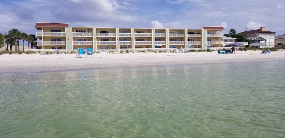 2/2 Totally Renovated CondoOnTheBeach & water view