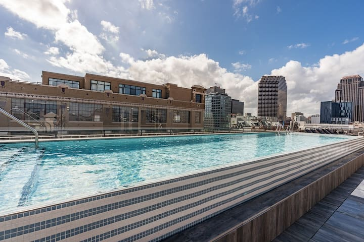 Sextant | The Brandywine | 1 Bed #409 | Heated Rooftop Pool | 5 min drive to Bourbon St