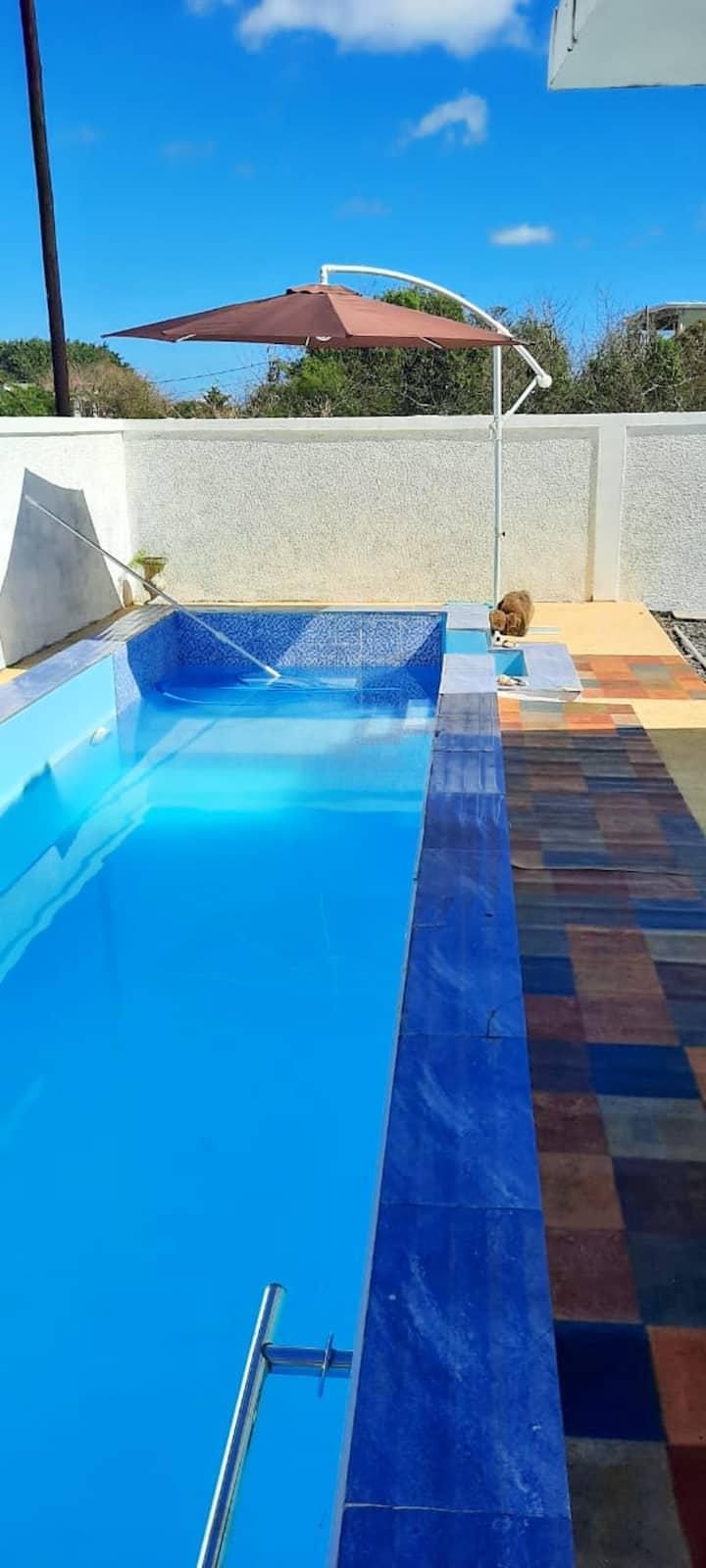 Bonita villa con piscina & jardín