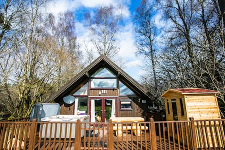Feorag Ruadh Log Cabin, Dalavich - Hot Tub & Sauna - Cottage