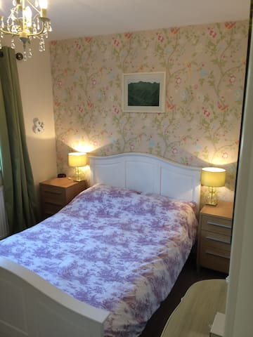 A large cosy modern classic double room in Yeovil. - Yeovil