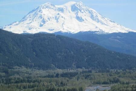 Mt. Rainier Ranch Deluxe Family Room- Rental - Mineral - 獨棟