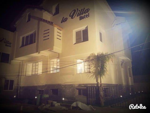 La Villa Hotel - Thenia - 旅舍