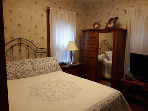 Charming Private. Fully furnished 5RM apt.