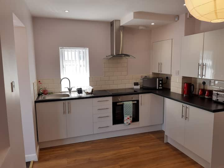 Lovely 2 bed House for 5  people + Free Parking