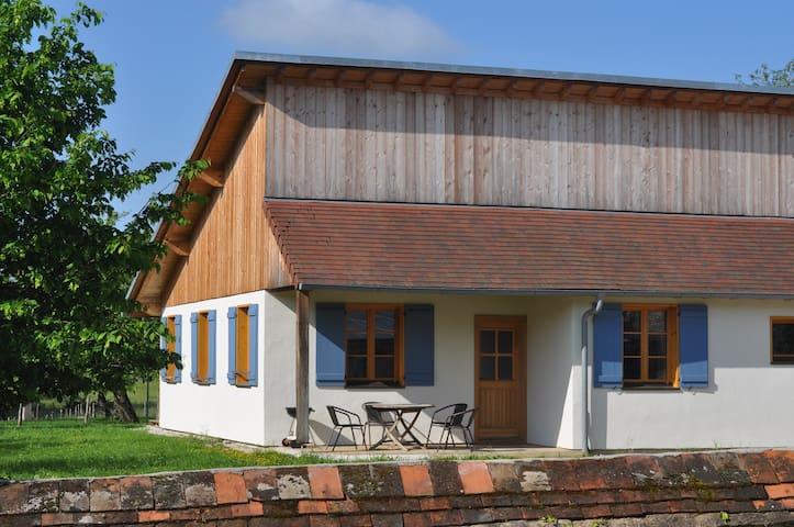 "Ferienhaus ""Nina-Loue"" mit grossem Garten"