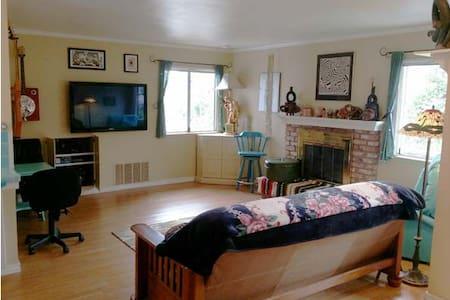 Clean and Comfortable Artist's Beach Studio - Baywood-Los Osos