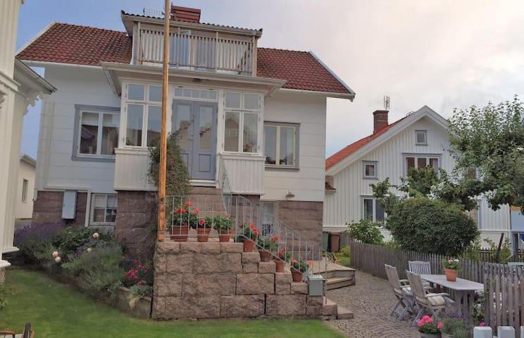 Vackert skärgårdshus i gamla Mollösund - Orust V - Rumah