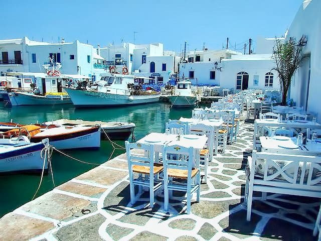 PAROS NAOUSSA ΤRADITIONAL HOUSE FOR FAMILIES for 5