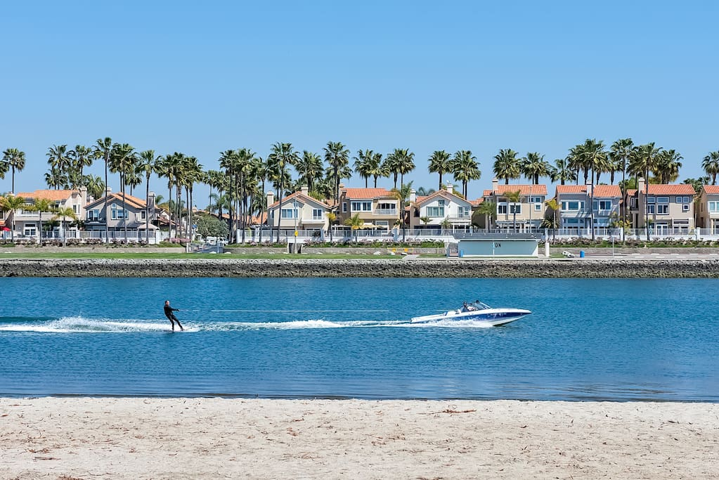 Welcome to Long Beach, a paradise for water sport lovers, shoppers, and adventurers of all kinds!