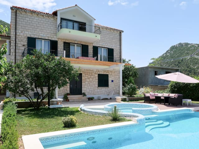 Apartment Siga for 6 persons in Dubrovnik