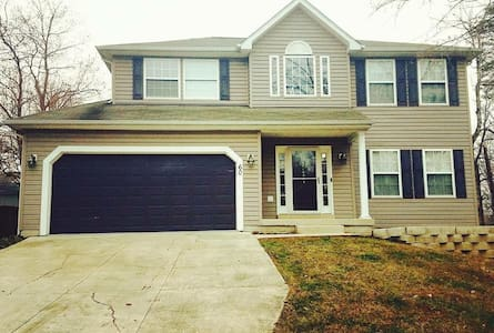 King Bedroom Near Quantico! - Stafford - Rumah