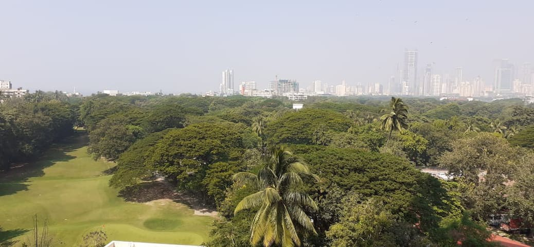*WOMEN ONLY* Luxury Apt with Golf-Course view