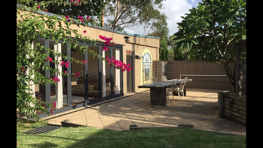Granny flat, 2 bedrooms & courtyard - Caringbah South - Otros