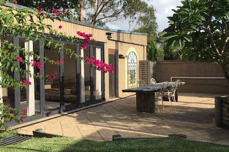Granny flat, 2 bedrooms & courtyard - Caringbah South