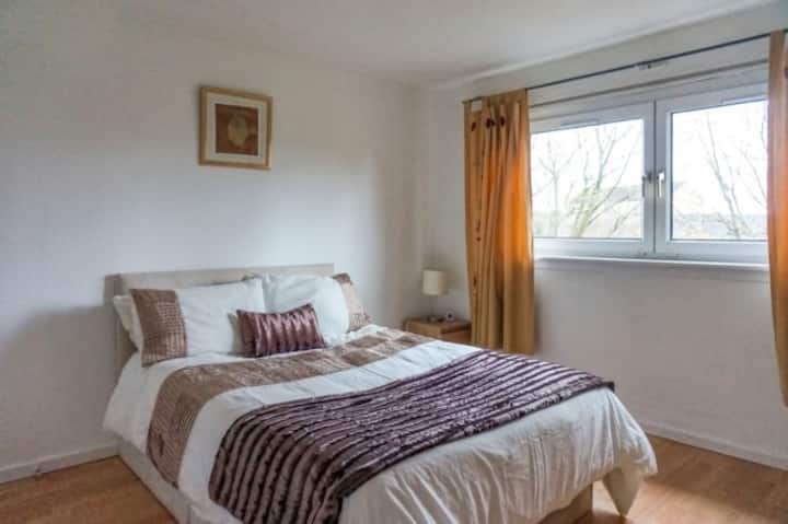 Spacious 1 bedroom flat, Central location