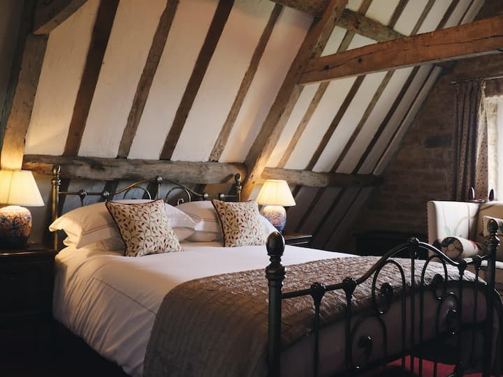 Red Attic Room at Allington Manor