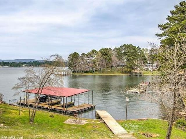 Incredible Lake Hamilton House w Private Dock