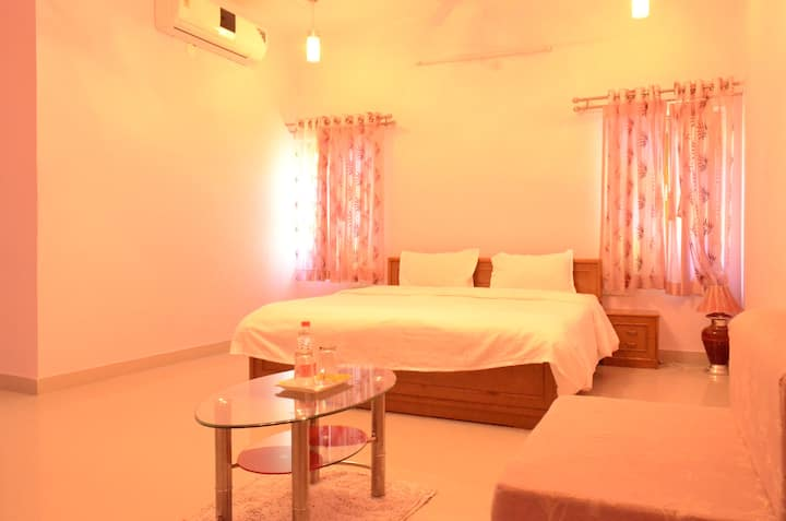 Pink Room in a bungalow on the banks of a lake