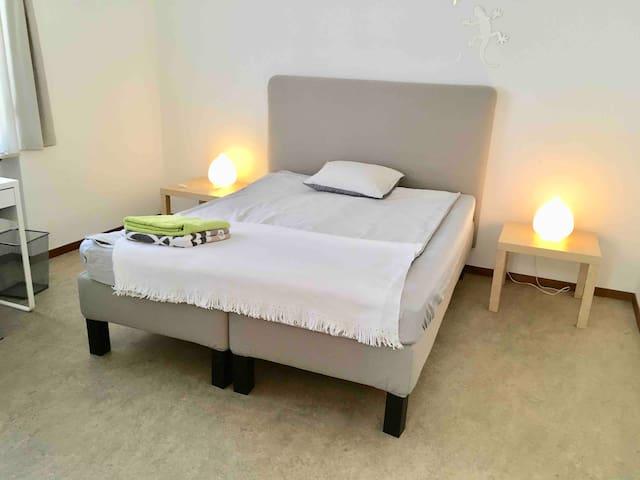 Quiet private double room & balcony