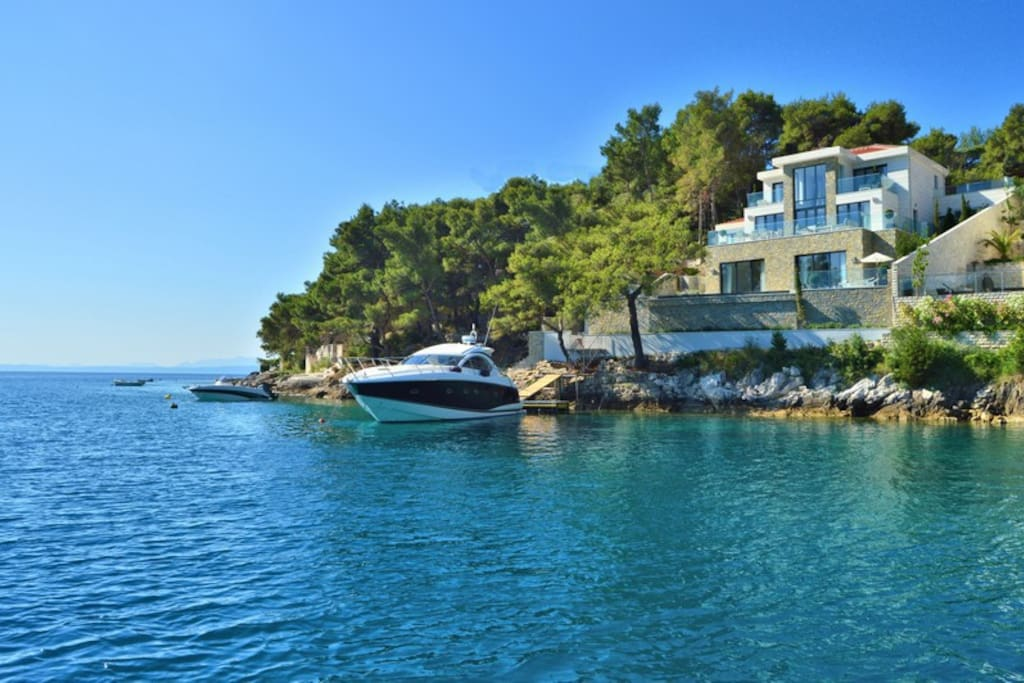 Private beach villa VIOLET with swimming pool and boat mooring, Sumartin, Brac island