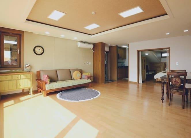영랑호가 한눈에 보이는 따뜻한 집입니다~ - Jangsa-dong, Sokcho-si - Dom