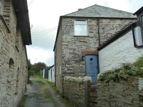 Two bedroom, traditional Cornish stone cottage