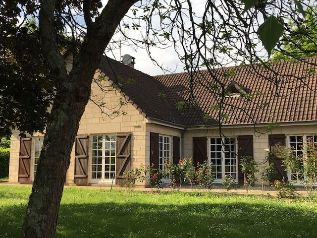 House 5min from the track - Le mans - Bed & Breakfast