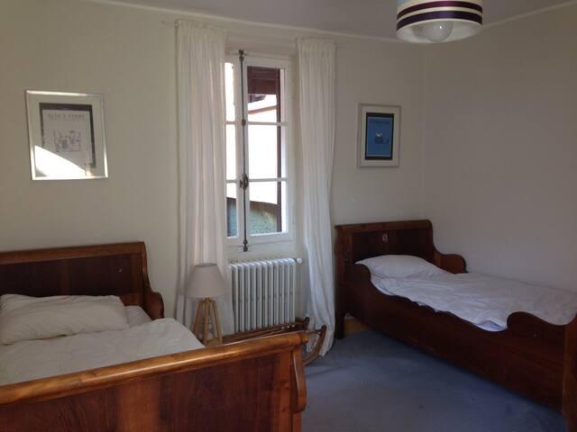 Chambres à deux lits de 90.