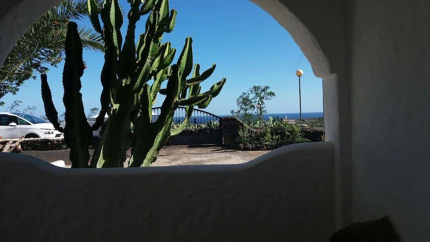 Haus am Rand von Mala - Haría, Canarias, ES - Casa