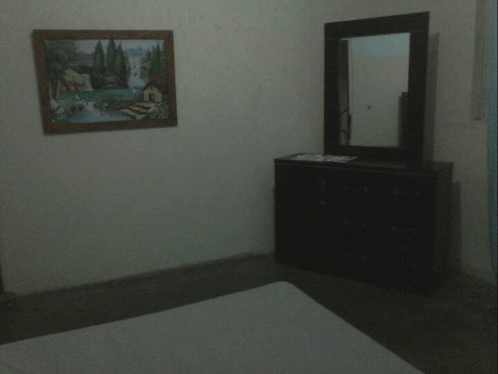 Habitacion en casa 3 pisos compartida