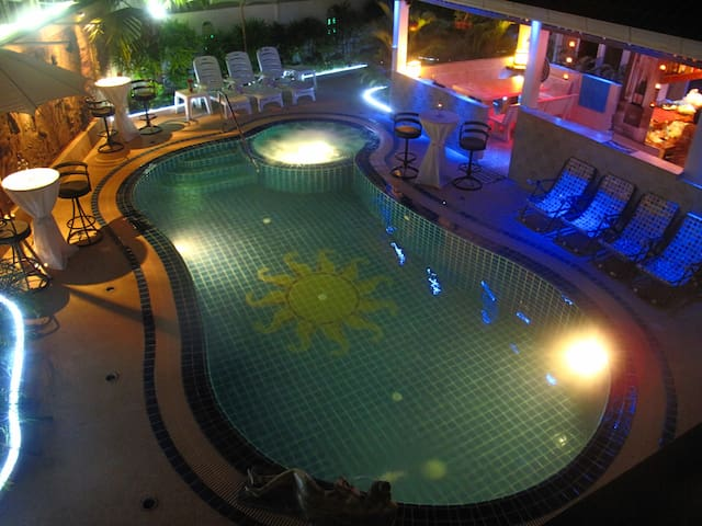 maison 5ch piscine,jacuzzi & billard le tout privé - Pattaya - Rumah