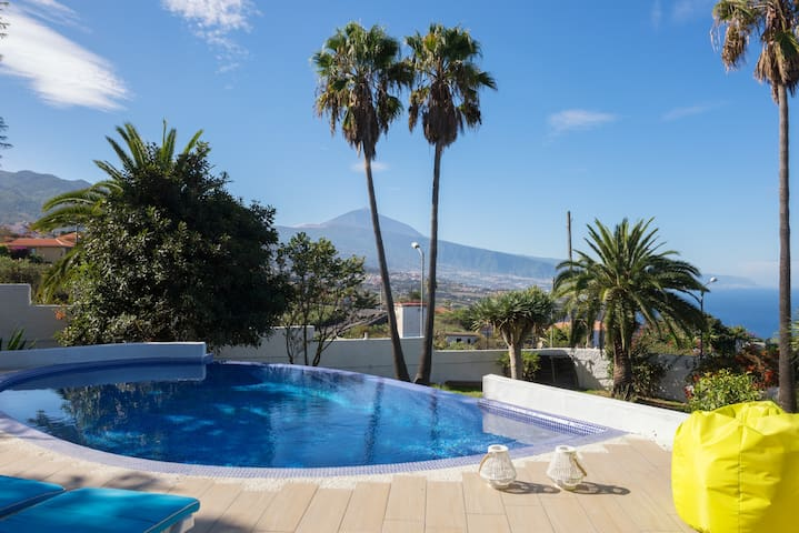 700 m2 garden villa& infinity pool near restaurant