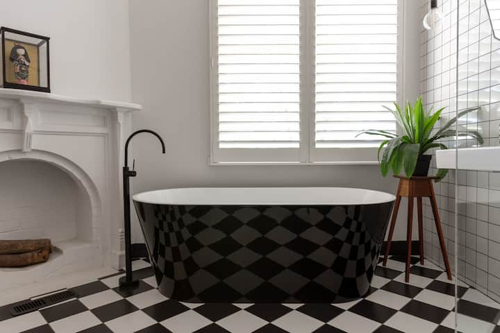 St. Etienne Daylesford ~ Contemporary Styling!