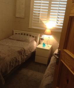 Warm cosy ground floor room - Ballinteer