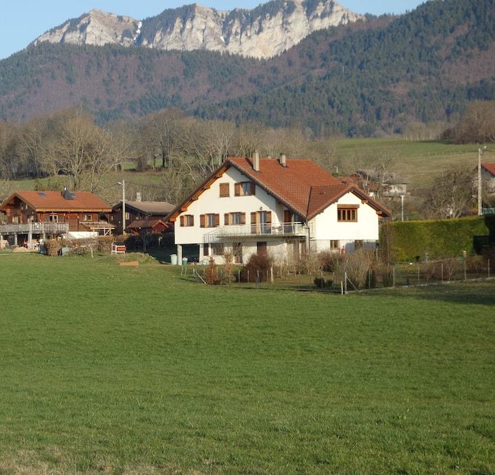 Maison familiale entre lac et montagnes, belle vue