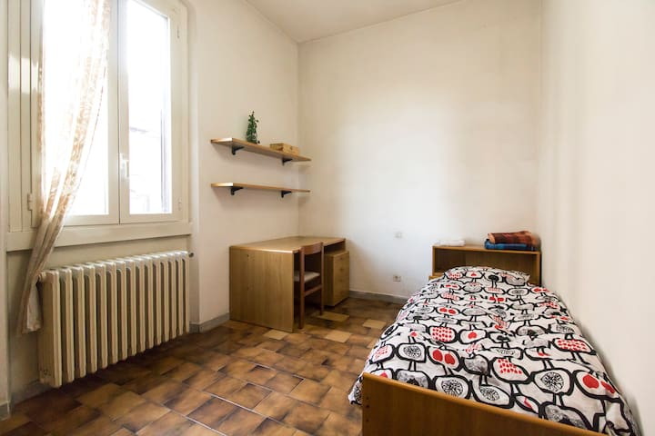 Single private room, 50 meters from metro Lambrate - Milano - Apartment
