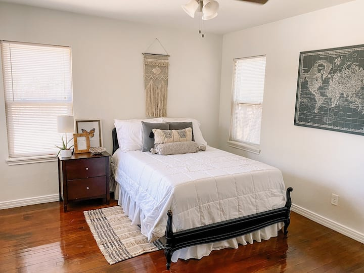 Cozy Boho Room in LBK