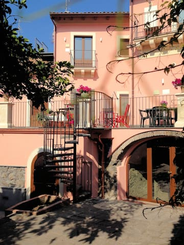 The Mayor's - Deluxe apartment Etna view sleeps 4