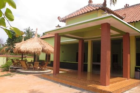 Homestay Amanah Safari Karimunjawa - Hus