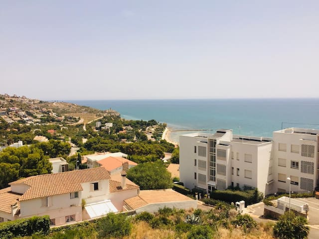 Superb appartment in private resort over the Sea