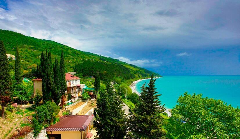 Двухкомнатные апартаменты на море в Абхазии