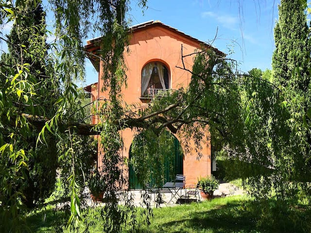 Converted Old Barn Home between  Pisa and Lucca