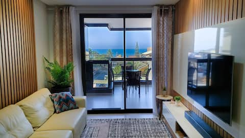 Luxury Apartment ✦ 140m from the Beach ✦ Pool, Wifi & Vacancy