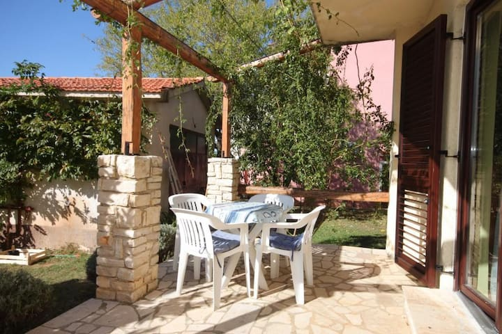 One bedroom apartment with terrace Flengi, Poreč (A-7179-b)
