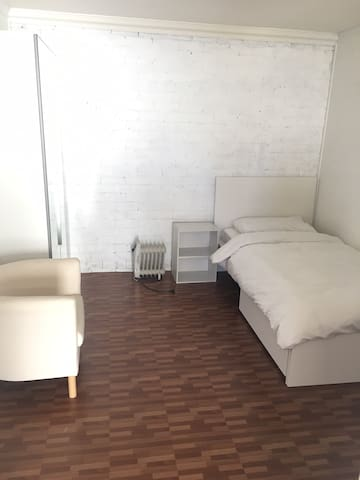 Fully furnished room perfect for student stay. - Oak Park - Casa