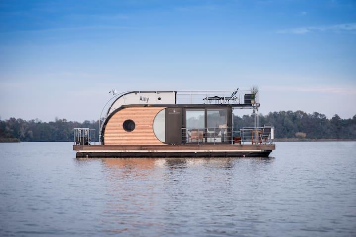 Hausboot nahe Berlin