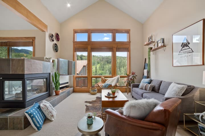 Perfectly Located Mountain Village Condo with Ski-in Ski-Out Access, a Lofted Sleeping Space, and Incredible Views